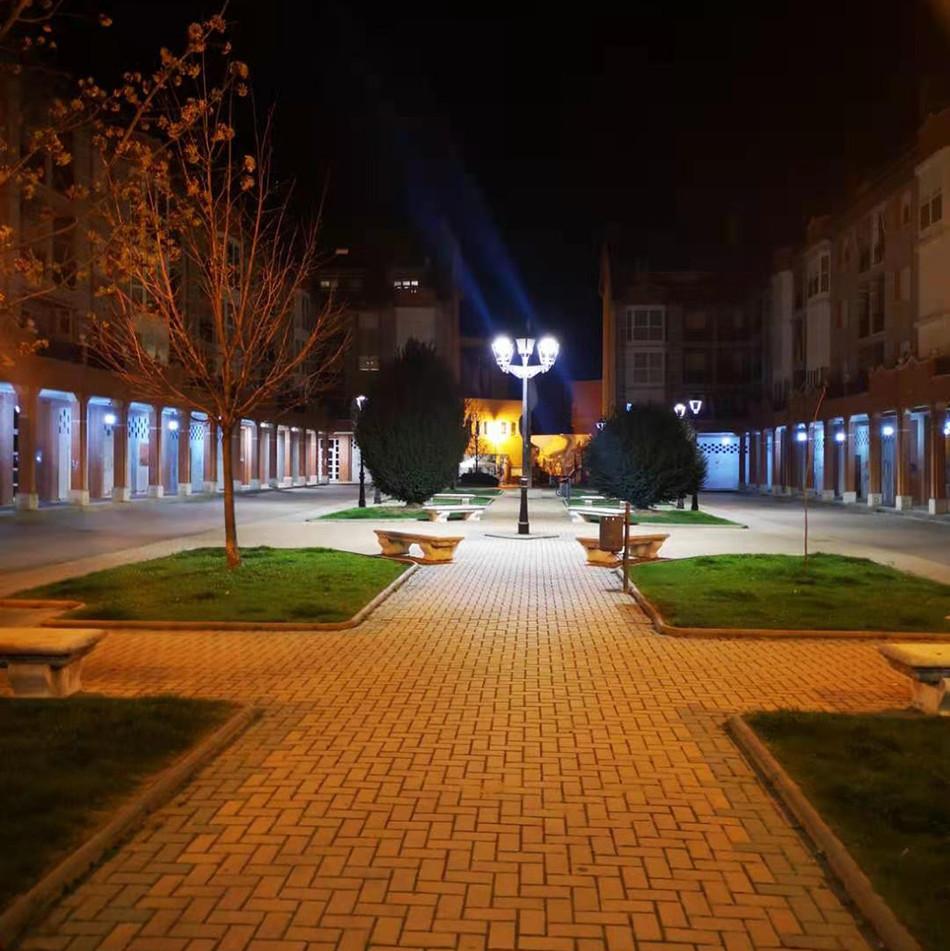 الانتهاء من الإضاءة CHZ Courtyardlighting مشروع تجديد الطرق في بلدة صغيرة في إسبانيا
