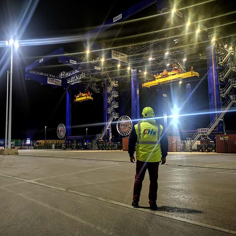 A segunda fase do projeto de renovação de iluminação portuária Bilbao ganha grande elogio